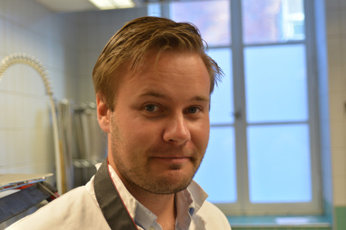 Jag (David Bernvi) på bild under inspektion av tonfisk. Bild: Sven O. Kullander.