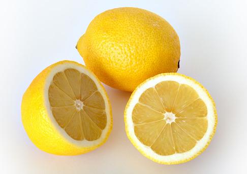 Citronhajar har fått sitt namn efter sin citronlika hudfärg.