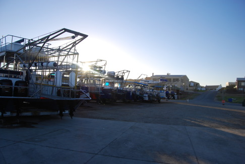 Kleinbaai i Gansbaai där båtarna står på land efter utfärderna. Bild: David C. Bernvi.