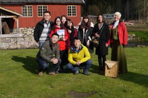 Hela gänget samlat på Korrö med naturguide Carina Evaldsdotter.