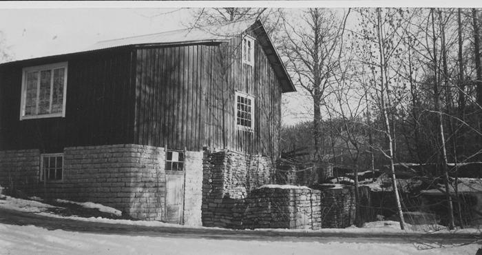 A. 14 (2) Blomsdals och Gustafsfors kvarn 1995. Dlevis riven, bl a hjulhuset. Foto Alf Hansson. Insatt av Kent Friman, 2014-02-17.