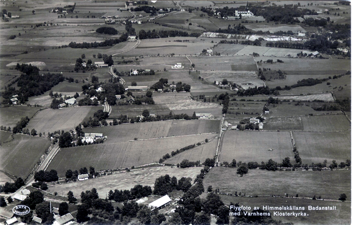 A. 28 (0) Endast digital bild! 1930-tal. Flygfoto från Himmelskällan med ustikt över Varnhem. Insatt av Kent Friman, 2014-02-24.
