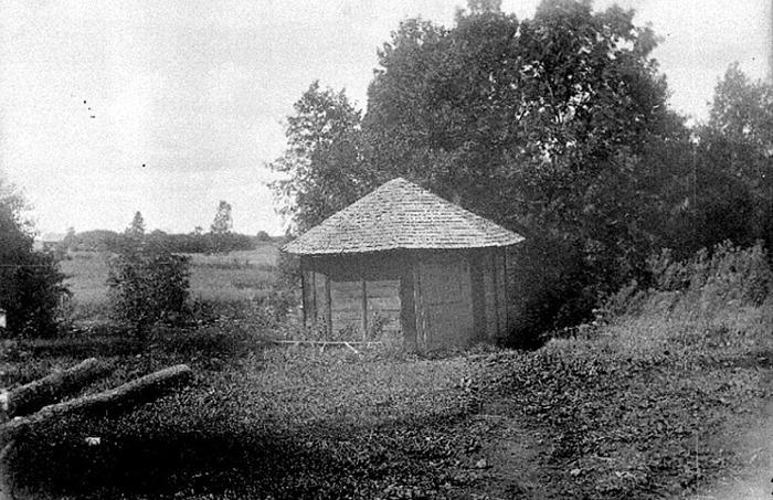 A. 28 (3) Endast digital bild! Himmelskällan brunnshuset. Foto S. Welin 1921. Insatt av Kent Friman, 2014-02-24. Bild från Västergötlands Museum - bildarkivet/bildnummer A40511. Insatt av Kent Friman, 2014-02-24.