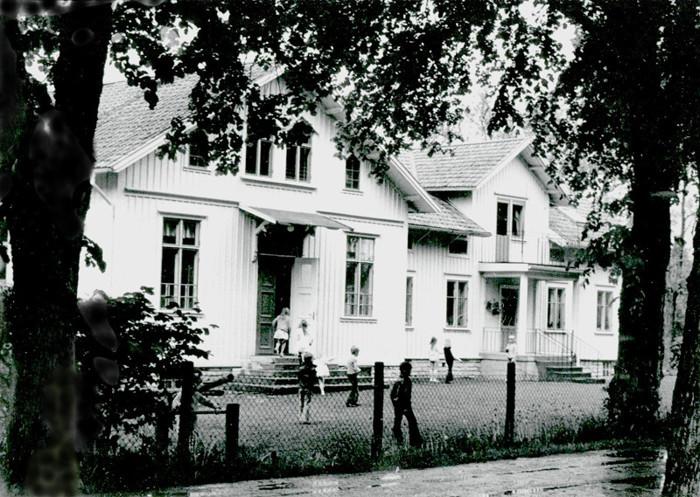 A. 39 Endast digital bild. Varnhems skola den 5 juni 1973. Foto Bo Ramviken. BIld från Gudrun Ramviken, Sörgården, Varnhem, 2014. Insatt av Kent Friman, 2014-04-27