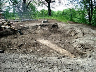 Ett nytt kistlock hittat väster om den tidigare mansgraven? Fantastiskt fynd vid första dagens schaktning!