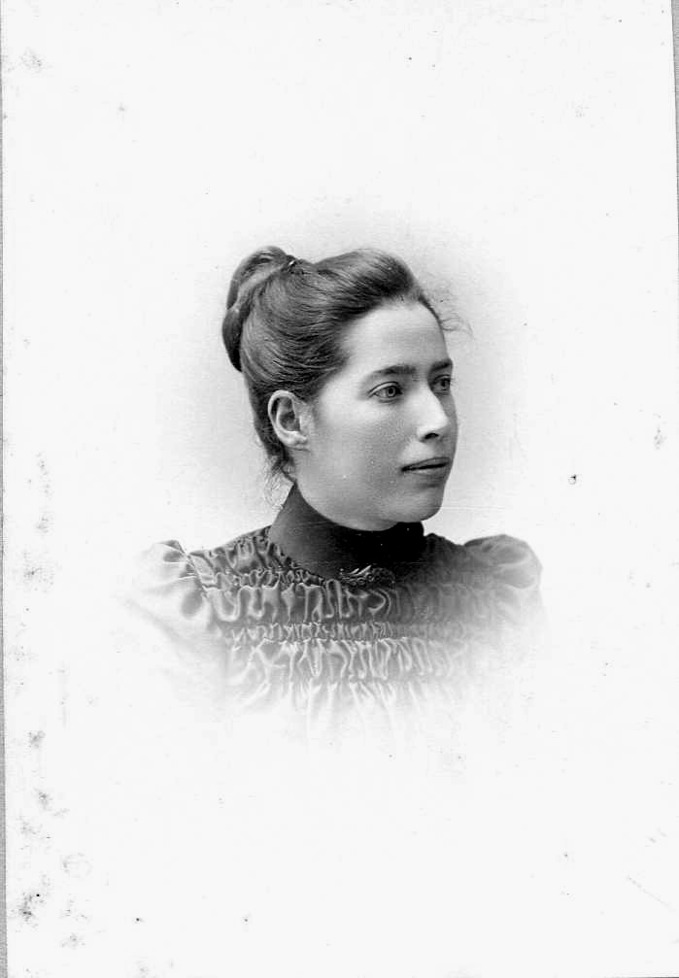 Tekla Pettersson gift med Albin Jansson broder till Edvard Jansson mor till Herta gift Lindh, Björsgården