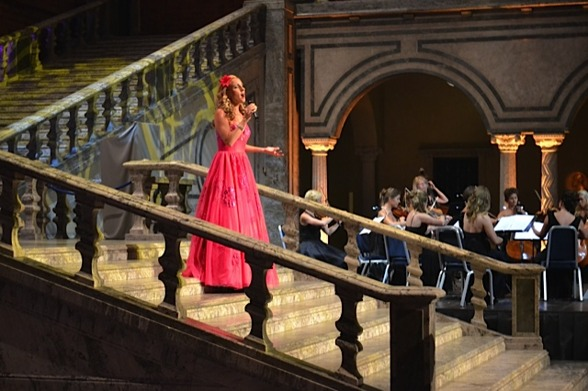 Hannah Holgersson slowly getting down the stairs during performance!