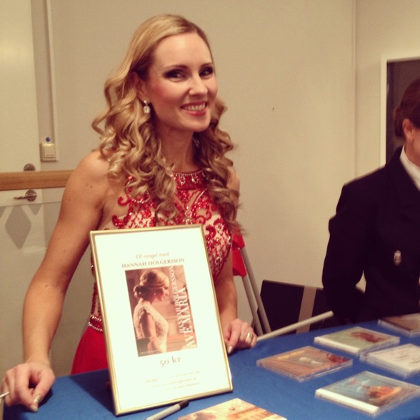 Hannah Holgersson promoting the Ave Maria record.