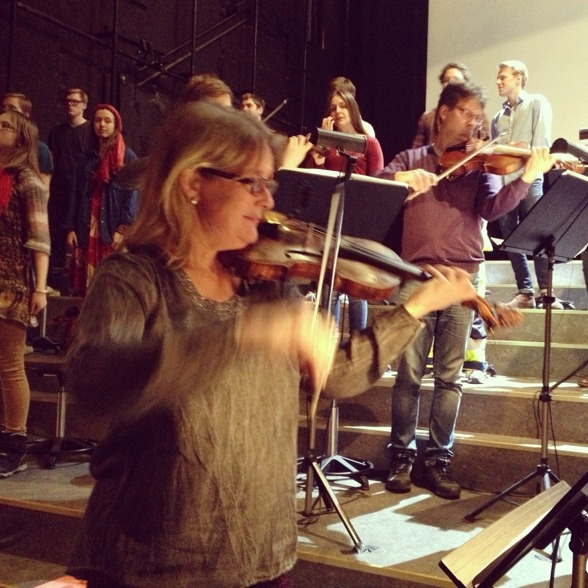 Rehearsal before the last performance... In the front; the musical director Maria Lindal.