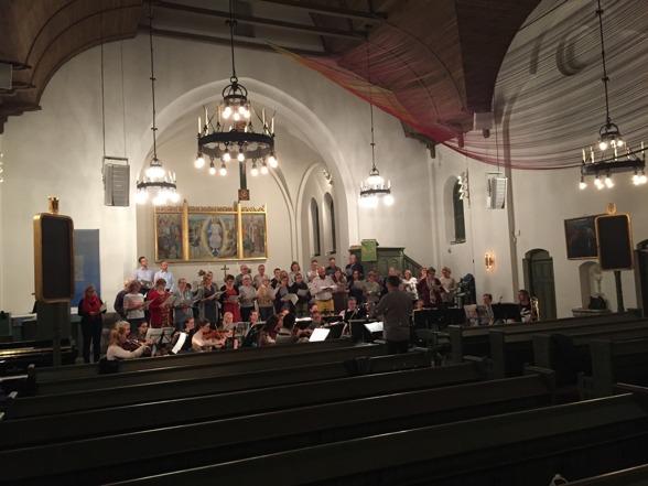 During rehearsal of Disguised god. Baritone Johan Wållberg and conductor Stefan Själander