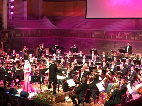 Hannah Holgersson singing with conductor Massimo Zanetti and the Royal Stockholm Philharmonic Orchestra. Photo: Birgitta Axelius