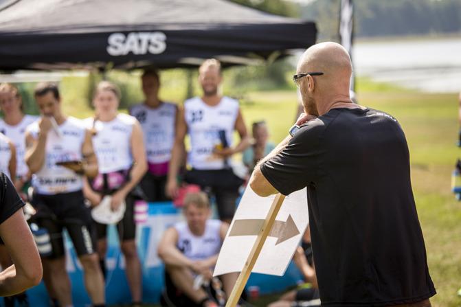 foto:karlstadswimrun.se; Pär håller genomgång inför racet