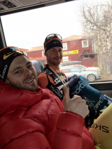 Johan Kjølstad och Anders Södergren på bussen på väg mot duschen
