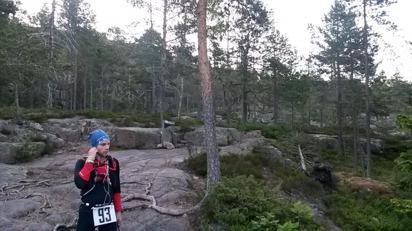Efter Entré Syd blev det mer traditionell vandringsled i blandad skog och grusvägar blandat i kulturlandskap med Skuelberget i blickfånget.