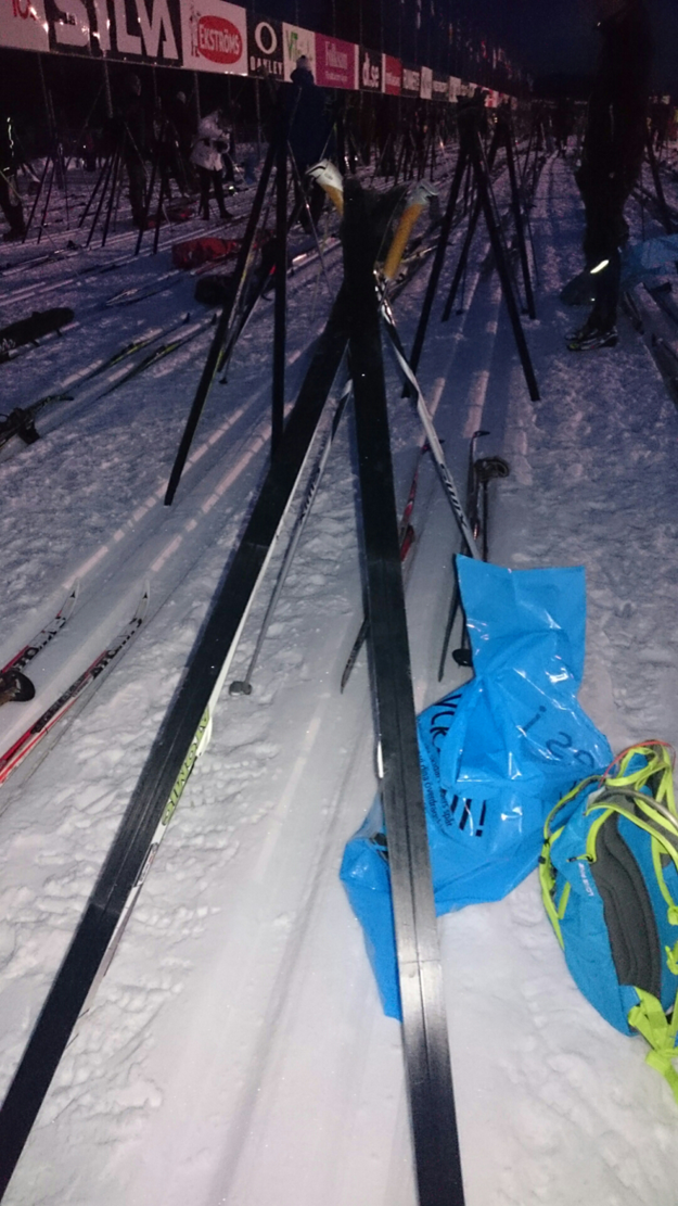 Jag lyckades också rigga upp mina skidor så där proffsigt som alla andra.