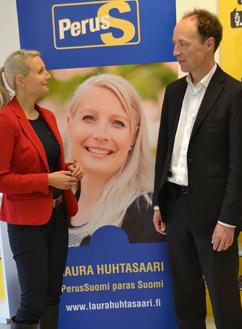 Laura Huhtasaari är en av de sannfinländska kvinnorna, Jussi Halla-aho hör till den extremt invandringskritiska delen av partiet. Foto: Laura Huhtasaari.