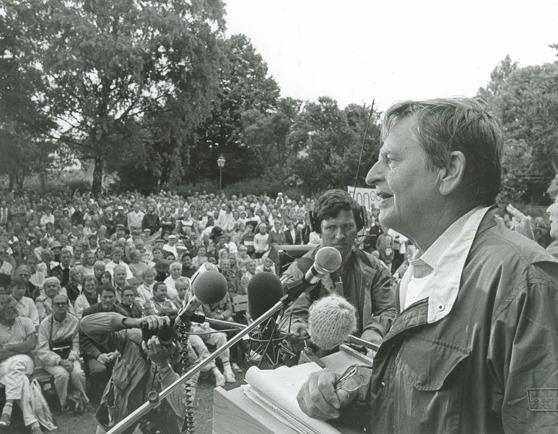 Almedalsveckan började år 1968 när dåvarande utbildningsministern Olof Palme talade från ett lastbilsflak vid kruttornet i Almedalen. Den här bilden är från en annan tillställning. Foto: Hans Hemlin
