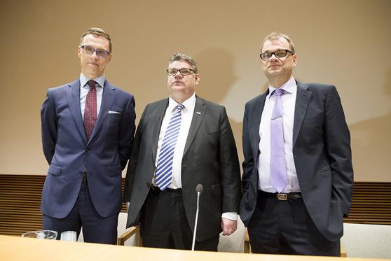 Alexander Stubb (Kokoomus), Timo Soini (Perussuomalaiset) ja Juha Sipilä (Keskusta) johtavat Suomea seuraavat neljä vuotta. Göran Djupsundin mukaan heillä ei ole paljon kokemusta Suomen johtamisesta. Kuva: Hanne Salonen / Eduskunta.