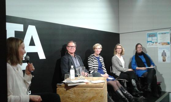 Johanna Vuorelma, Esa Väliverronen, Riikka Suominen, Miia Halme-Tuomisaari och Emilia Palonen deltog i diskussionen. Foto: Susanna Lindgren / Politiikasta.fi.