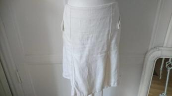 Ketty linne kjol - Ketty är en linne kjol med fina detaljer, vit
