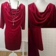 Stina 104 - Stina 103 klänning, trekvartslång ärm, sammetstreatch, hallonröd