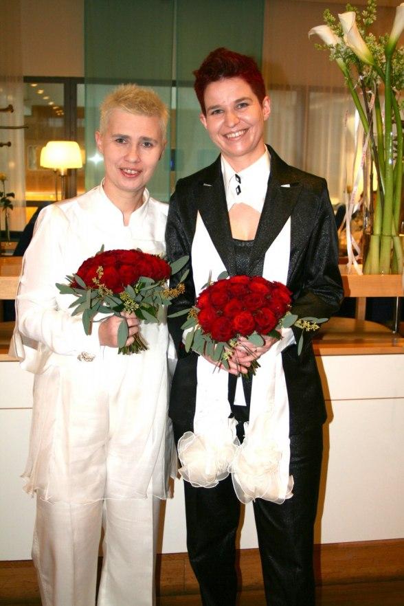 """Gosia och Ewa gifte sig i samband med SAS event """"Love is in the air"""". Foto: Åsa Sköldekrans."""