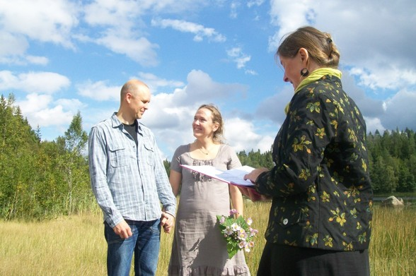Foto: http://agetorpmarianna.wordpress.com/borgerlig-vigselforrattare
