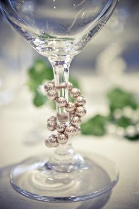 dekorera glas med pärlor