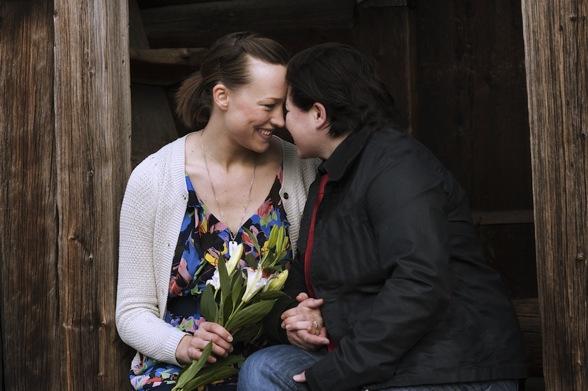 Detta brudpar passade på att gifta sig när Skansen arrangerade drop-in-bröllop i Stockholm. Foto: Marie Andersson