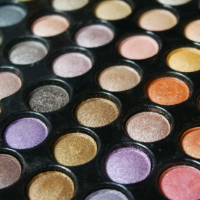 eye-shadow-549411_1280
