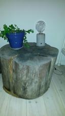 Mitt nattygsbord i gästrummet - stor inspiration med små medel. Jag har redan börjat leta efter lämpliga stubbar! :-)
