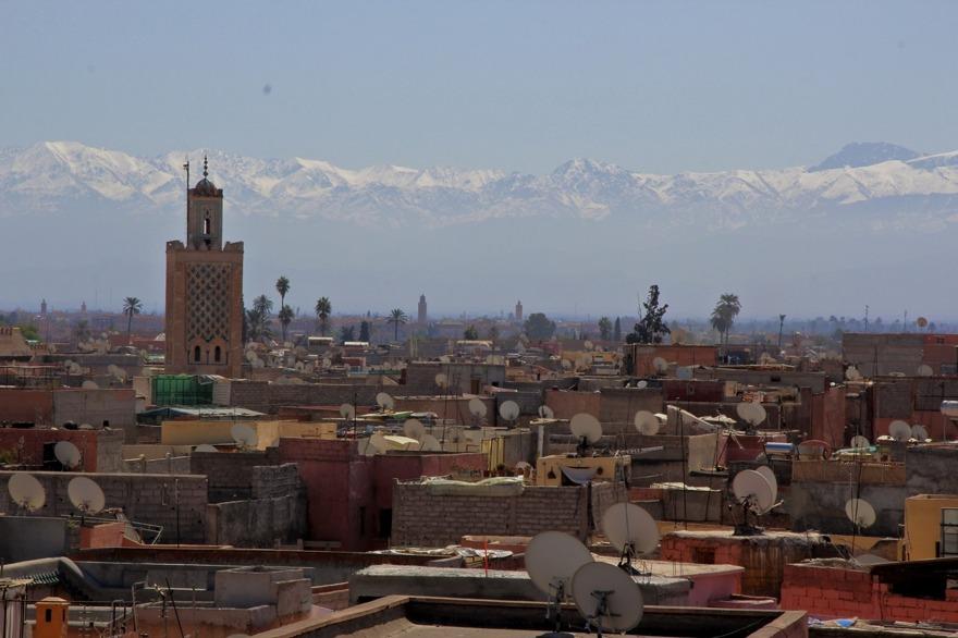 Magiska Marrakech. Tappa bort dig i medinas gränder, shoppa till du droppar och ät middag på sagotorget Djemaa el Fna. marockoresan.se