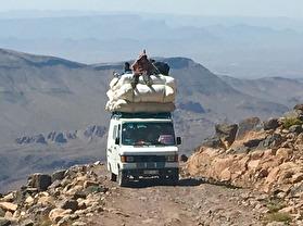 Vårt enda möte under landroverturen över Saghro/Antiatlasbergen till Nkob.