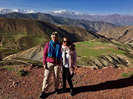 Marockoresan kör den vackraste vägen från Marrakech över Atlasbergen, förbi Demnate till Skoura. En hänförande upplevelse på 2330 möh.