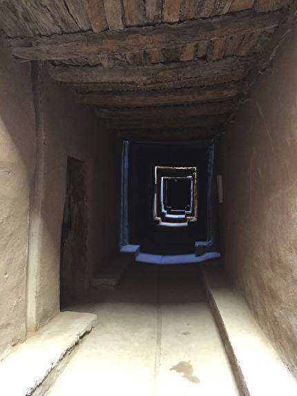 Gränderna i El Khorbat är täckta, och staden nyrenoverad