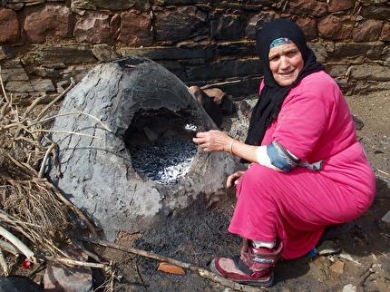 Ugn för brödbak. Upplev livet i en berberby. Bo i familj. Marockoresan.se har 2-3 dagars resor upp i och över  Atlasbergen.