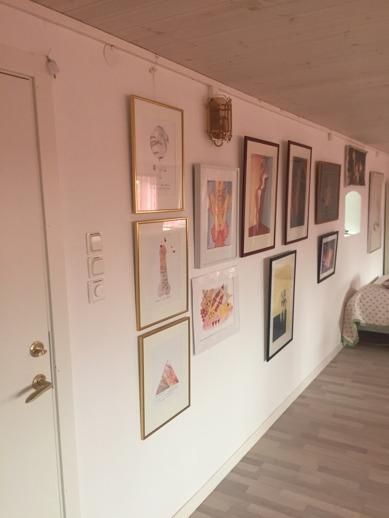 Erotisk konst på väggarna