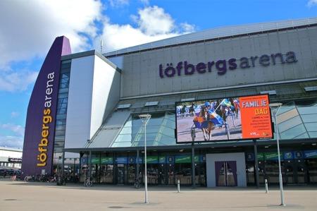 Ishockeyklubben Färjestad BK:s högborg på Färjestad i Karlstad, men den här dagen var det arenan Färjestad Travbana på andra sidan gatan som drog storpublik.