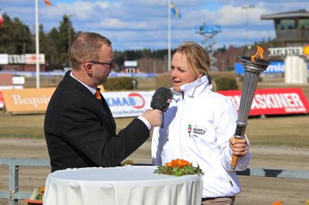 John Kemi samtalade med Sara Algotsson Ostholt efter tändningen  av  Olympiska elden.