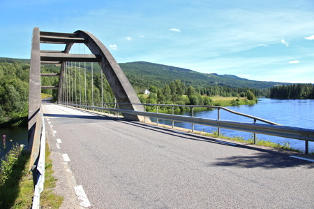 Bron över älven vid Båtstad.