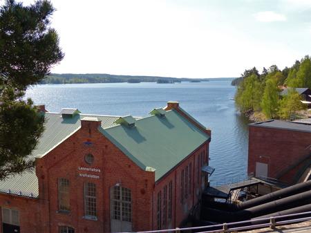 Lennartsfors med sjön Lelång i söder.