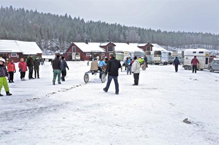 Under vintern arrangerar de lokala travklubbarna (Bygdetravet) tävlingar på Årjängs travbana.