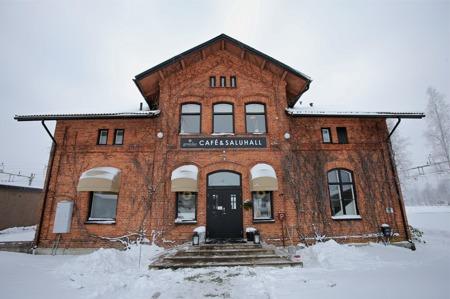 Gamla stationshuset i Värmlandsbro innehåller nu Grön Ko café, restaurang och saluhall.