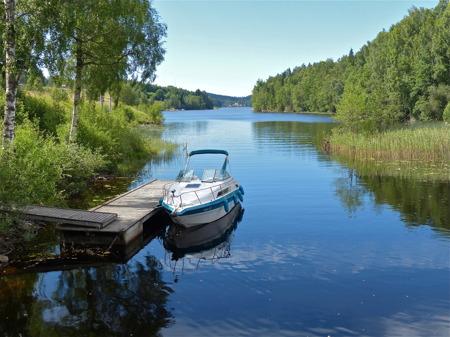 Den vackra sjövägen från Töcksfors till sjön Östen i Östervallskog, en del av Dalslands Kanal.