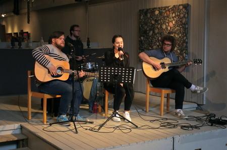 Elever från Geijerskolan i Ransäter stod för den musikaliska underhållningen.