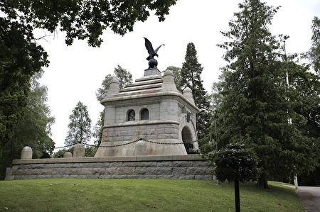 John Ericsson Mausoleet på östra kyrkogården i Filipstad. Enligt sin önskan jordades John Ericsson på svensk mark, i detta gravkapell. John Ericsson uppfann bl a solmaskinen, propellern och pansarbåten Monitor, som hjälpte Nordstaterna att vinna det amerikanska inbördeskriget på 1860-talet.