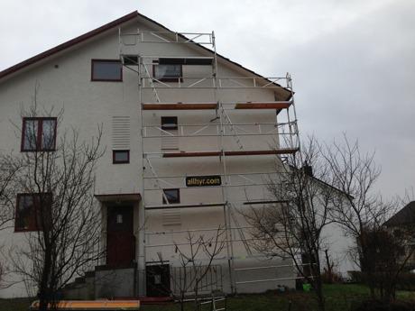 Ställning för byte av vindskiva i Örgryte.