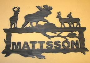 Halländskt hantverk Välkomstskylt efter kunds önskemål i trä Svart målad Ca 28x42 cm