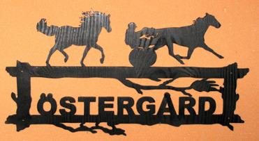 Halländskt hantverk Välkomstskylt efter kunds önskemål Svart målad lackad ca 42x28 cm