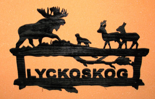 Halländskt hantverk Välkomstskylt efter kunds önskemål Svart målad o lackad Ca 28x42 cm